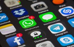 Ansicht auf das Handy-Display mit verschiedenen Smartphone Apps