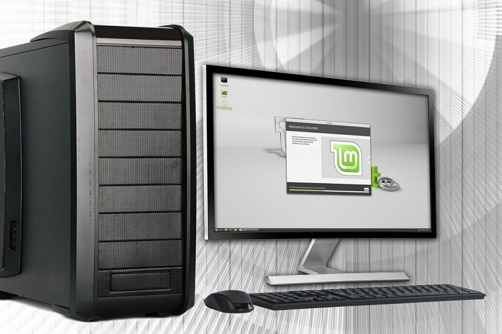 Das Bild zeigt einen Monitor, Computer und Tastatur.